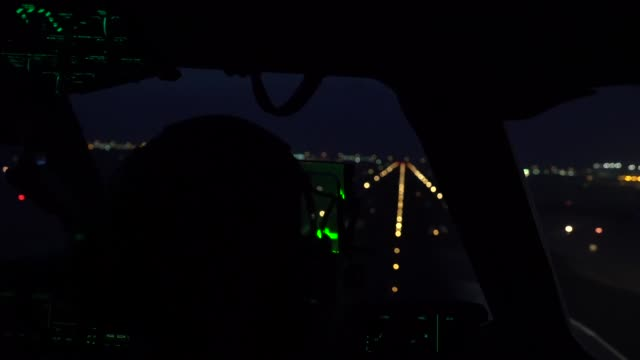stockvideo's en b-roll-footage met us air force pilots and loadmasters with the 816th expeditionary airlift squadron marshal equipment into a c17 globemaster iii oct 31 2018 at... - missiehuis
