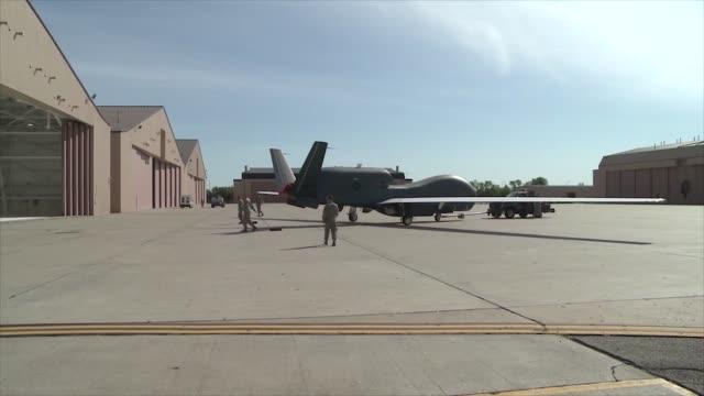 vidéos et rushes de us air force rq4 global hawk at grand forks air force base - armée de l'air américaine