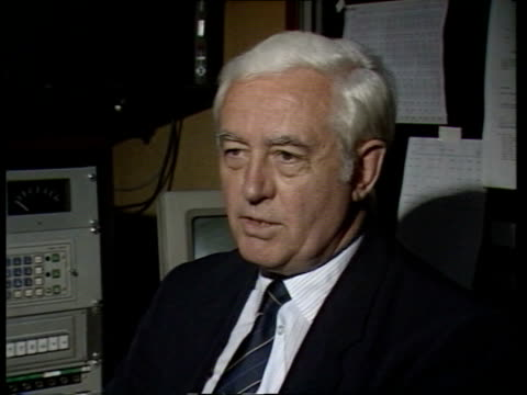 aftermath int england london itn cbv harry hopkins former a320 test pilot as watches film of airbus flight on video monitors intvw sof well there were - crash test stock videos & royalty-free footage