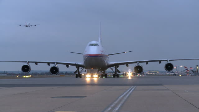 ws ms air malaysia boeing 747 being towed on taxiway, london, united kingdom - taxiway stock-videos und b-roll-filmmaterial