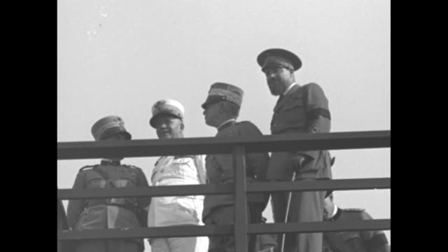 vídeos de stock, filmes e b-roll de air marshall italo balbo leads king victor emmanuel iii and benito mussolini onto raised review stand / vs they chat with one another and other... - benito mussolini