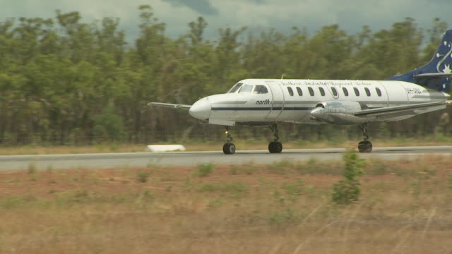 air north metroliner (vh-ana) on runway at maningrida, australia - propeller stock videos and b-roll footage
