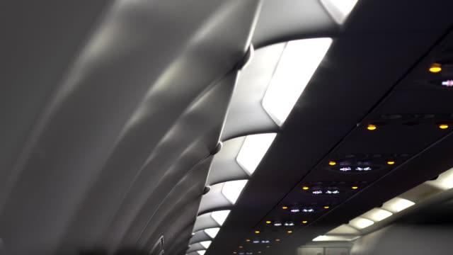 飛行機機内 4 k - electric lamp点の映像素材/bロール