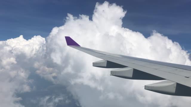 vidéos et rushes de vue aérienne de la fenêtre plan - aile d'avion