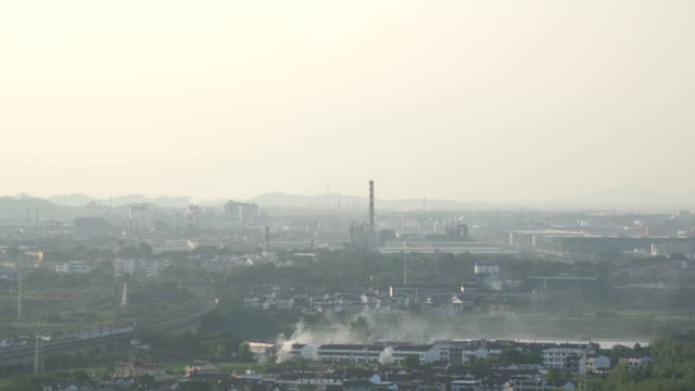 stockvideo's en b-roll-footage met air pollution from factory in fuzhou city - atmosfeer