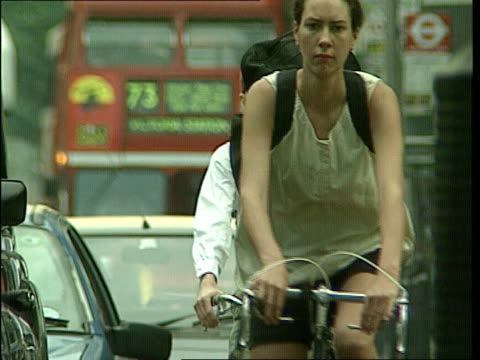air pollution soaring england london traffic stopped at traffic lights ms heat haze above rubble lms traffic away ms cyclists towards in traffic int... - mp stock-videos und b-roll-filmmaterial