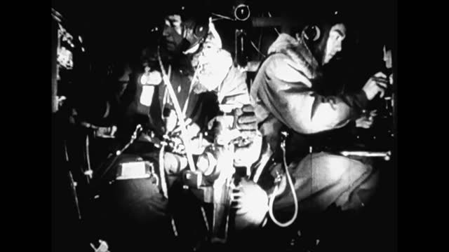 vídeos de stock, filmes e b-roll de air raid on chungking viewed from japanese bomber planes - air raid