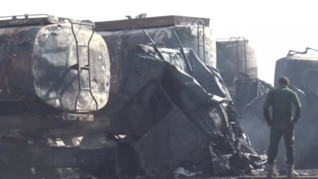 vídeos de stock e filmes b-roll de air strikes by the saudiled coalition struck oil storage facilities at yemen's ras isa port on the red sea on thursday killing at least five people... - coligação