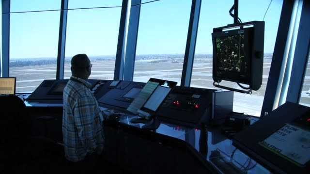vídeos de stock, filmes e b-roll de air traffic controller robert moreland work in the control tower at opalocka airport on march 4 2013 in opalocka florida due to sequestration cuts... - torre de controle de tráfego aéreo