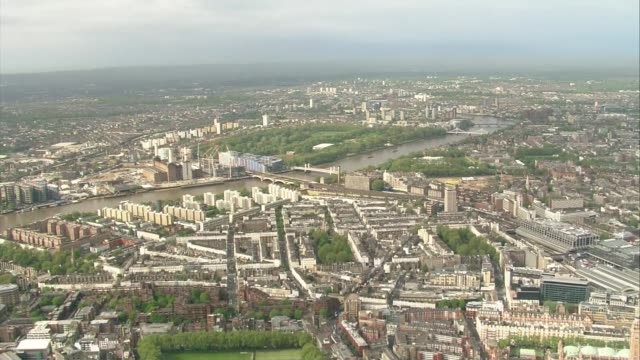 air views of london; air views labour party hq and surrounding buildings / wide shots of london including river thames / london eye on river / st... - ランベス点の映像素材/bロール