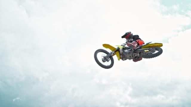 slo mo airborne motocross rider - motocross video stock e b–roll