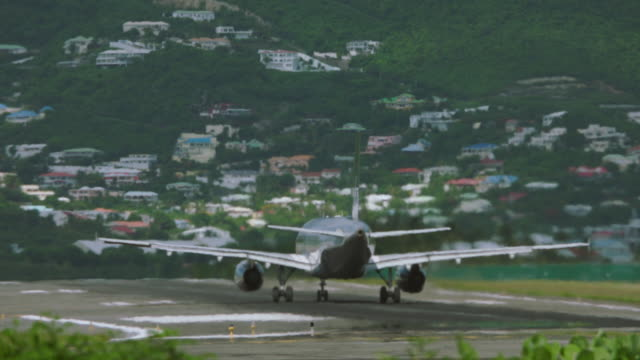 MS PAN Airbus A320 taking off from SXM / St. Maarten