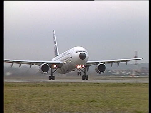 toulouse ms a300 takes off from runway la a310 in flight - airbus stock-videos und b-roll-filmmaterial