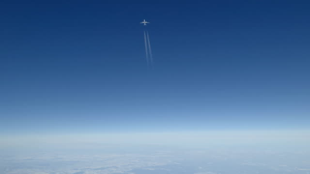airbus übergeht 1000 ft overhead - airbus stock-videos und b-roll-filmmaterial