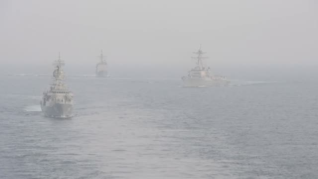 aircraft carrier uss john c stennis sails in formation with guidedmissile destroyer uss spruance guidedmissile cruiser uss mobile bay royal... - kriegsschiff stock-videos und b-roll-filmmaterial