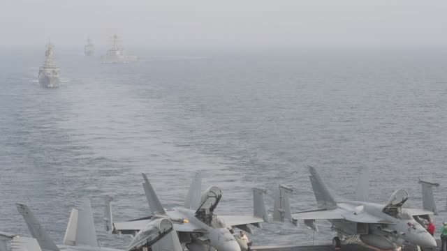 stockvideo's en b-roll-footage met aircraft carrier uss john c. stennis sails in formation with guided-missile destroyer uss spruance , guided-missile cruiser uss mobile bay , royal... - perzische golf