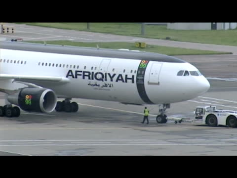 stockvideo's en b-roll-footage met aircraft containing convicted lockerbie bomber abdelbaset ali almegrahi prepares to depart from glasgow airport scotland 20 august 2009 - dumfries en galloway