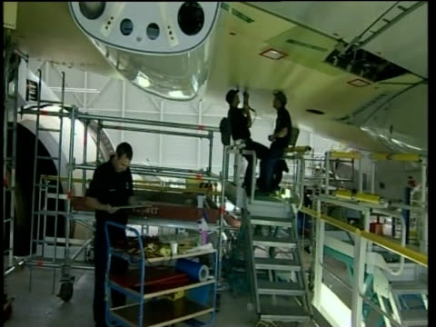 aircraft engineers working on airbus a380 toulouse; 2005 - erektion stock-videos und b-roll-filmmaterial