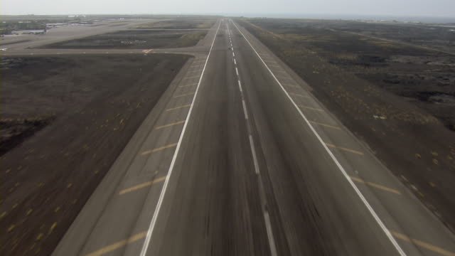 aircraft pov landing at kona international airport in hawaii. - landing touching down stock videos & royalty-free footage