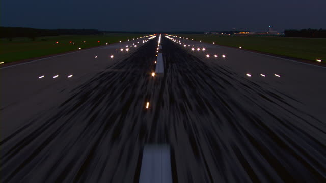 aircraft pov landing on runway outlined in lights at the jackson, mississippi airport. - start und landebahn stock-videos und b-roll-filmmaterial