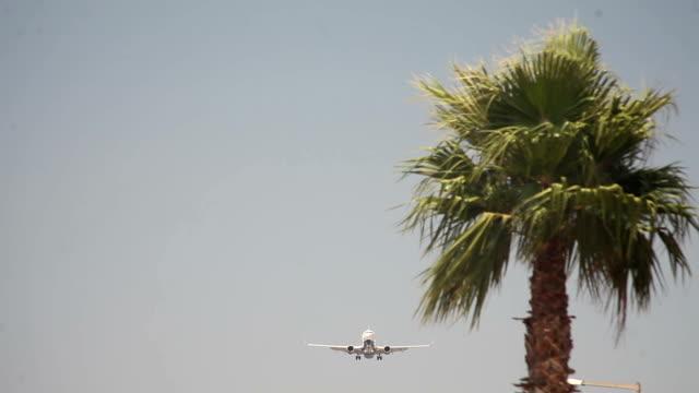 vidéos et rushes de hd: les avions atterrissant - avion privé d'entreprise