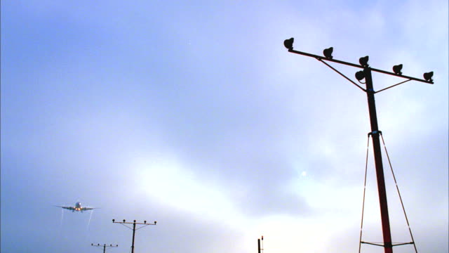 ws, la, aircraft taking off over airport guiding flood lights, los angeles, california, usa - stunt stock videos & royalty-free footage
