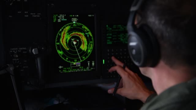 vídeos de stock, filmes e b-roll de aircrew with the 53rd weather reconnaissance squadron hurricane hunters an air force reserve unit assigned to the 403rd wing at keesler air force... - meteorologia