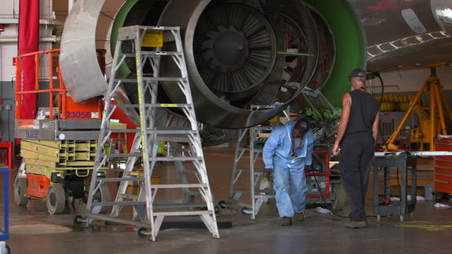 airline mechanics work on open jet engine in hanger/dfw international airport, dallas-fort worth, texas, usa - dallas fort worth airport stock videos & royalty-free footage