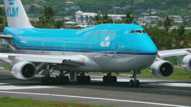 ws tu ts klm airlines plane taxiing in airport / st. maarten - boeing 747 stock videos and b-roll footage
