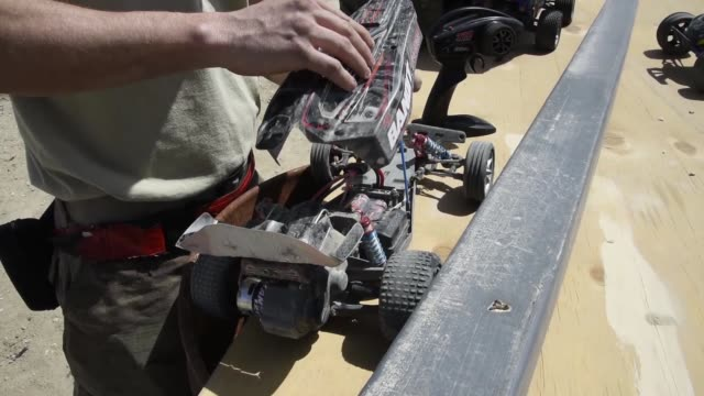 vidéos et rushes de airmen assigned to the 455th expeditionary aircraft maintenance squadron stationed at bagram airfield afghanistan recently finished building a bigger... - essai de voiture