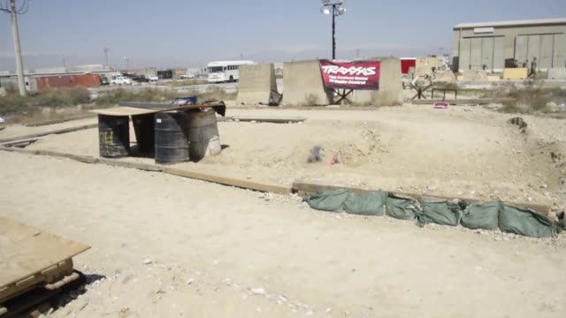 vídeos y material grabado en eventos de stock de airmen assigned to the 455th expeditionary aircraft maintenance squadron stationed at bagram airfield afghanistan recently finished building a bigger... - base aérea bagram