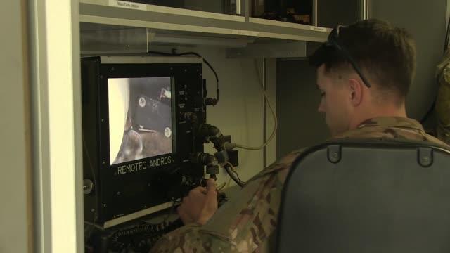 vídeos de stock, filmes e b-roll de eod airmen based at davismonthan air force base undergo eod training with a civilian instructor - detonador