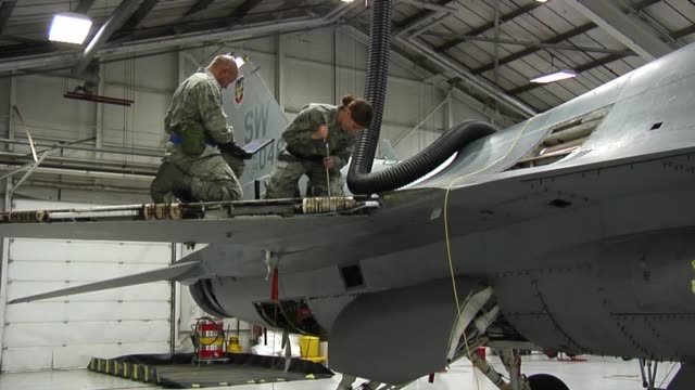 airmen conduct operations at shaw afb, sc, during the second phase of the ore. footage includes fuels and flightline operations - mechanic stock videos & royalty-free footage