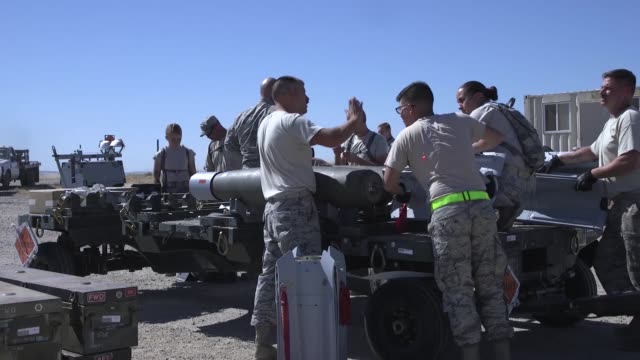 airmen from 9th munitions squadron, beale air force base, participates in usafe combat ammunition production exercise. - schraubstock stock-videos und b-roll-filmmaterial
