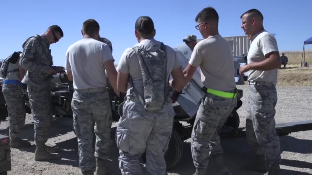 airmen from 9th munitions squadron beale air force base participates in usafe combat ammunition production exercise - munition stock-videos und b-roll-filmmaterial