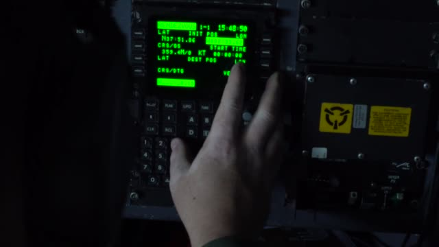 stockvideo's en b-roll-footage met airmen with west virginia air national guard perform tactical approaches unimproved surface landings and departure training with c130 hercules during... - elektronische organiser