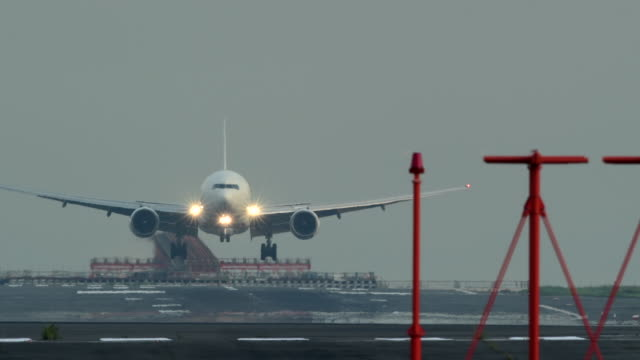 airplane and airplane runway - landing touching down stock videos & royalty-free footage