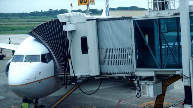 airplane at international airport terminal gate - refuelling stock videos & royalty-free footage