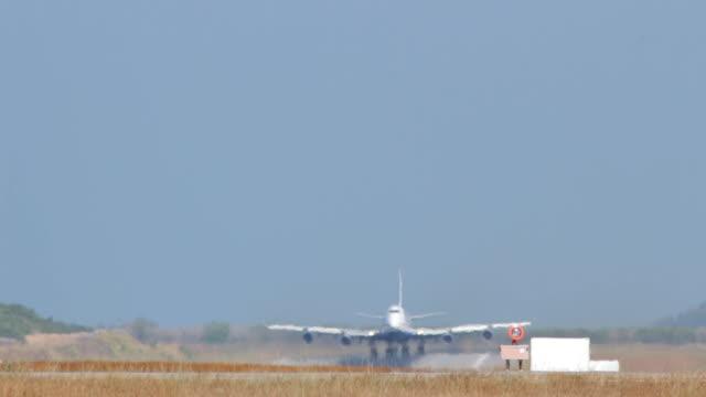 airplane b747 take-off - military aeroplane stock videos & royalty-free footage