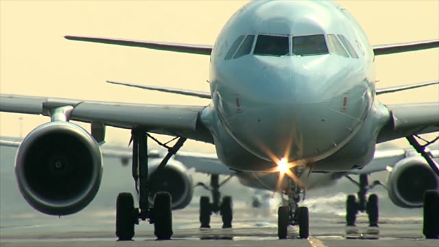 airplane closeup taxi - taxiing stock videos & royalty-free footage