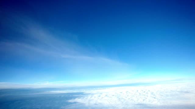 vídeos de stock e filmes b-roll de airplane cockpit view timelapse flying through clouds - céu vida após a morte