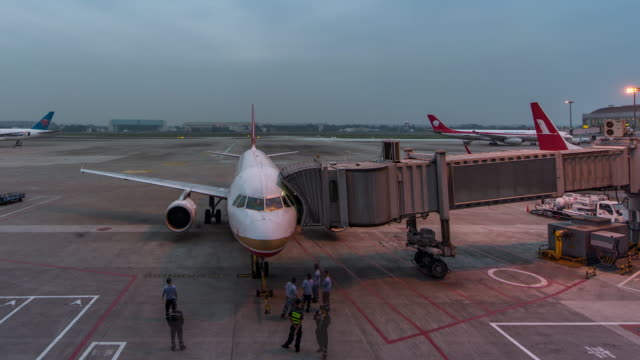 t/l ws zi airplane depart from jetway dock - air vehicle stock videos and b-roll footage