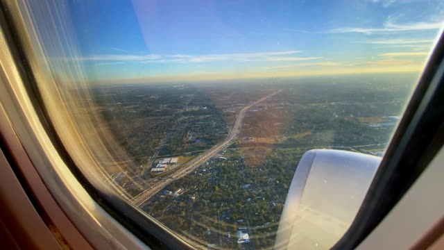 stockvideo's en b-roll-footage met airplane engine and dramatic landscape of houston - southwest usa