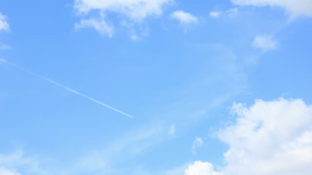 aereo volare (time lapse) - low angle view video stock e b–roll