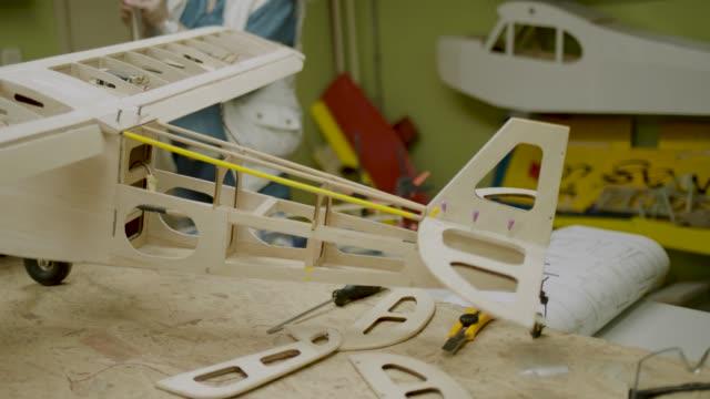 rc flugzeug hobby - modell stock-videos und b-roll-filmmaterial