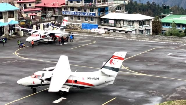 airplane is landing at lukla airport or tenzing hillary airport. - tenzing norgay stock videos & royalty-free footage