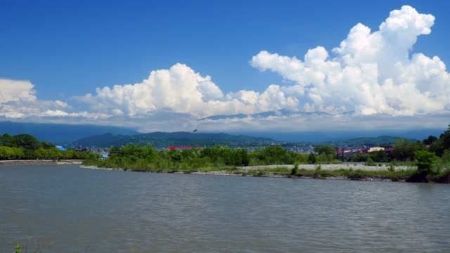 vídeos y material grabado en eventos de stock de avión está despegando sobre el río montaña - sochi