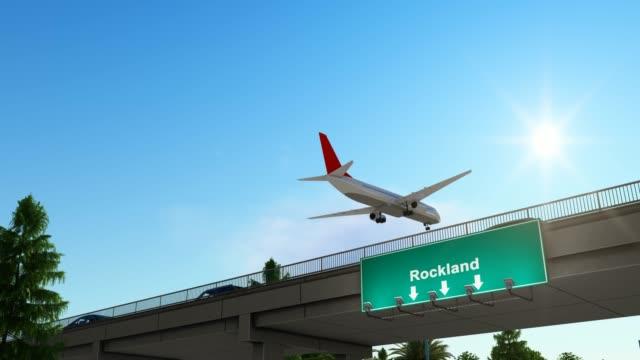 vidéos et rushes de avion atterrissant à rockland airport états-unis - pinacée