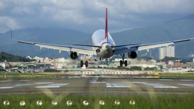 airplane landing in taipei songshan airport, taipei, taiwan - taipei stock videos & royalty-free footage