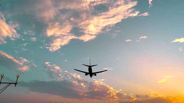 airplane landing in the barcelona international airport seen from below during sunset. mirador en el aeropuerto de barcelona para observar como aterrizan los aviones desde abajo. - aerospace stock videos & royalty-free footage
